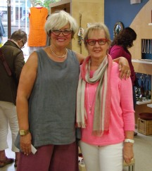 Celebrity stylist Lynn Spence (she's the one on the left in case you need to know) helped shoppers at WIGG, including this old Boomer.
