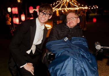 Eddy Tremayne with Stephen Hawking at the premiere of